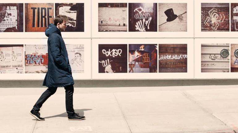 MANIFESTO_man_raincoat_ecoalf_sustainable_fashion_recycled_fabrics, Photo Cred Ecoalf